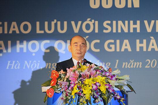 하노이대우호텔에서 열린 『철의 사나이 박태준』 출판기념회에서 인사말을 하는 박태준 포스코 명예회장.