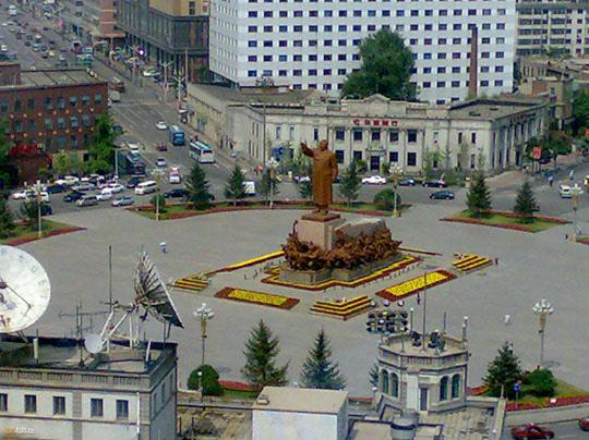 마오쩌둥의 동상이 서있는 중국 랴오닝성 선양의 중산광장. /바이두