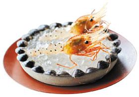 개미를 얹은 새우 요리.