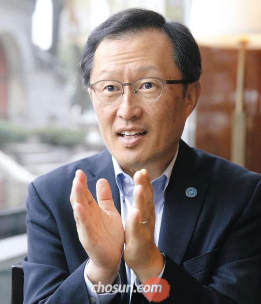 """지영석 회장은""""인생에서 가장 중요한 것은 좋은 사람을 만나는 것이다""""라고 말했다."""