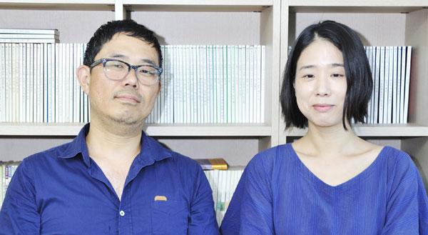 제1회 김현문학패 수상자 성기완(왼쪽)과 한유주.