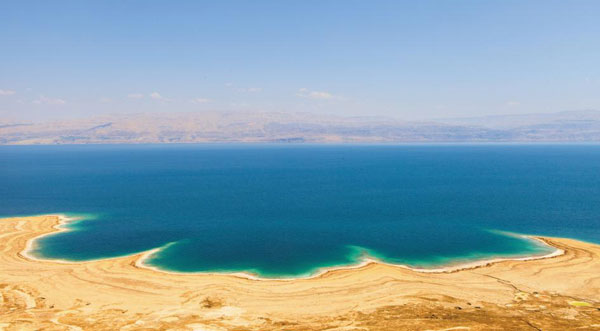 사해 풍경. 건너편은 요르단 땅이다.