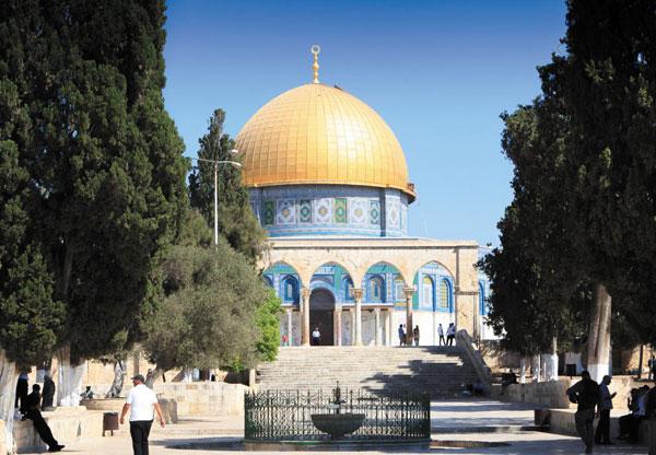 솔로몬의 성전터에 세워진 이슬람 성지 황금사원.