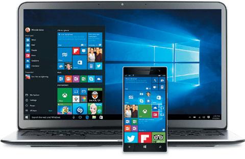 윈도10을 노트북PC와 스마트폰에서 동시에 실행한 모습.