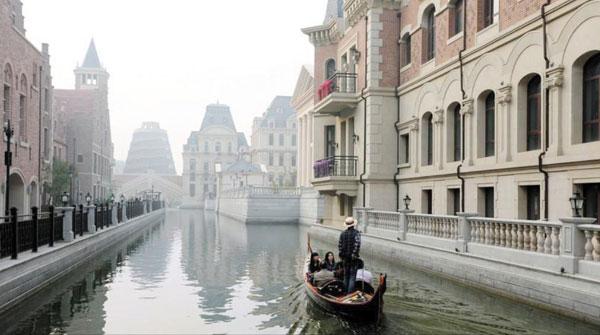 중국 랴오닝(遼寧)성 다롄(大連)시에 조성된'가짜 베네치아'.