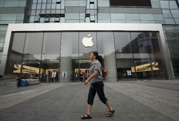 애플이 약 7억6000만원을 투자해 베트남 호치민시에 자회사를 설립하고 이 지역 공략을 본격화했다. 사진은 중국에 있는 한 애플 매장의 모습. / 블룸버그 제공