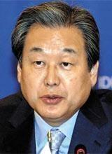 """김무성 """"韓, 갈수록 수출 절벽…산업구조 재편 법 개정해야"""""""