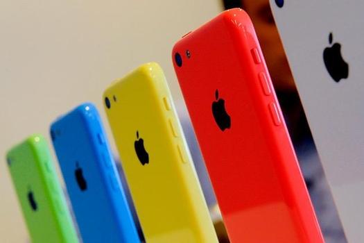 애플이 2013년 보급형 모델로 출시한 '아이폰5C' / 블룸버그 제공