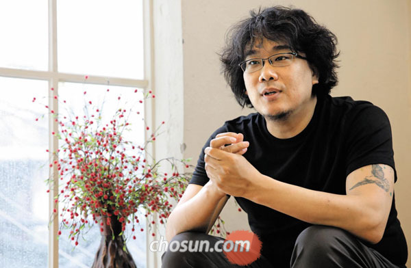 넷플릭스로부터 신작'옥자'제작비 전액인 5000만달러를 투자받은 봉준호 감독.