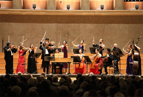 10일 저녁(현지 시각) 독일 뮌헨의 헤라클레스홀에서 바이올리니스트 길 샤함과 세종솔로이스츠가 비발디의 '사계'를 연주해 뜨거운 박수를 받았다.