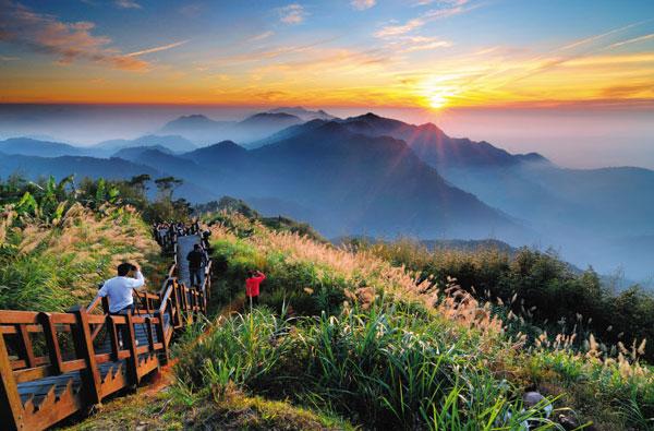 구름바다 위로 벌건 태양이 솟아오른다. 타이완 중남부 아리산은 일출(日出)이 멋진 곳으로 유명하다.