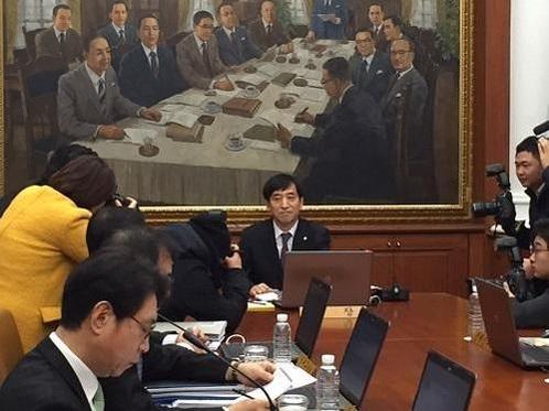 10일 한국은행 금융통화위원회 정례회의에 참석한 이주열 한은 총재./사진=이윤정 기자
