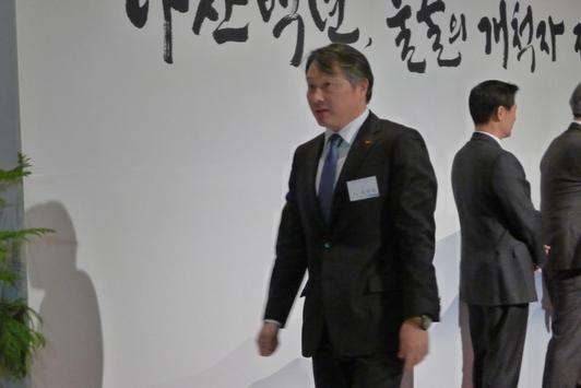 """""""모든게 내 잘못"""" 최태원 SK회장, 고백 편지 보도된 날 장모 김옥숙 여사 만나"""