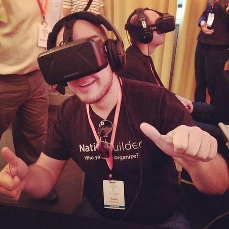HMD를 착용한 사용자가 가상현실을 체험하고 있는 모습 / 구글