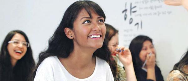 """""""한국어 배우다 국악 소녀 송소희에 빠졌어요."""" 멕시코 세종학당에서 한국어를 배우고 있는 난시 곤살레스. 멕시코대학에서 정치학과 법학을 전공하는 난시는 """"K팝보다는 한글과 국악을 통해 진짜 한국을 알게 됐다""""고 말했다."""