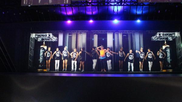 라이브 홀로콘서트에 등장한 지드래곤과 백댄서들/류현정 기자
