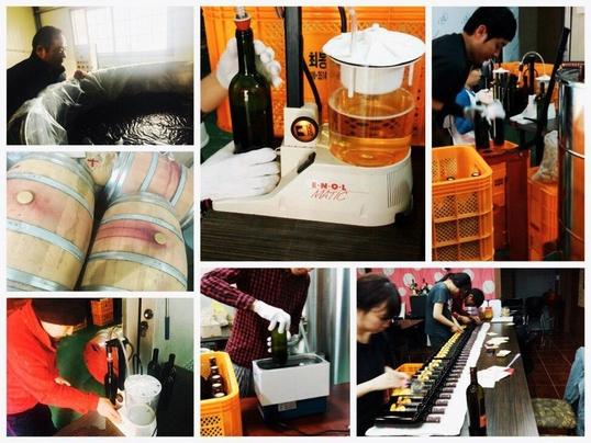 와인을 출하할 땐 온 가족이 모여 과정에 참여한다./변지희 기자