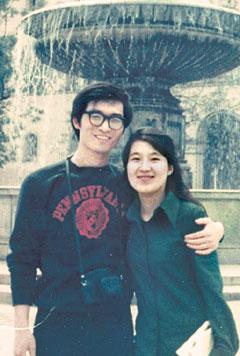 1972년 미국 유학을 마치고 독일 여행 중에 아내 조영수(오른쪽)씨와 함께 찍은 사진.