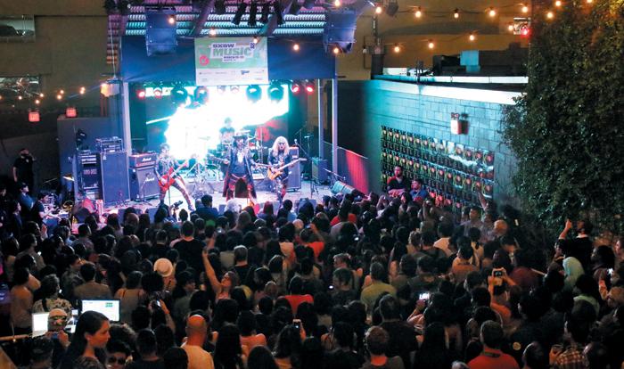 한국 헤비메탈 밴드'피해의식'이 16일 미국 텍사스 오스틴에서 열린 세계 최대의 음악축제'사우스바이사우스웨스트'의'K팝 나이트아웃(K팝의 밤)'에서 공연을 펼쳤다.