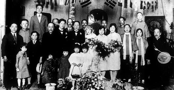 백범 김구의 최측근으로 대한민국 임시정부 선전부장을 역임한 엄항섭의 1927년 결혼식 사진.