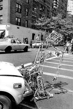 백남준, 로봇 K-456, 1964년, 알루미늄과 원격제어장치 등, 182×103×72㎝. 함부르거 반호프 현대미술관 소장.