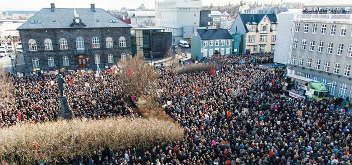 인구 33만명 중 3만명 몰려나온 아이슬란드 - 4일(현지 시각) 아이슬란드 수도 레이캬비크의 의회 앞 광장에 시민 3만여 명이 모여 조세 회피처에 페이퍼컴퍼니를 세운 시그뮌뒤르 귄뢰이그손 총리 퇴진을 촉구하는 시위를 벌이고 있다. 이날 나온 시민 3만명은 아이슬란드 전체 인구의 10분의 1이 넘는 인원이다.