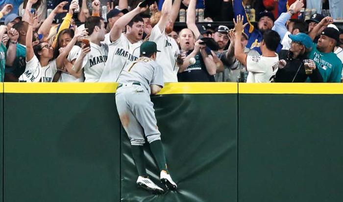 이대호가 넘긴 순간… 홈런볼이 저기 날아갔구나 - Chosunbiz ...