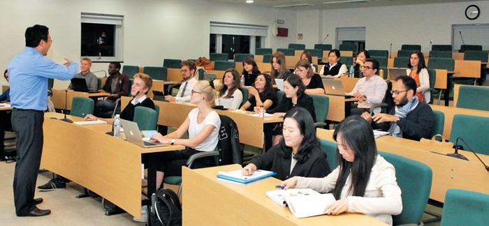 이화여대 경영전문대학원은 금융 MBA, Healthcare MBA, 빅데이터 MBA 등 21세기 융합 인재 양성을 위한 MBA 라인업을 구축하고 있다.