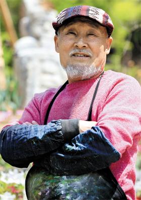 은둔한 판화가 김준권씨 사진
