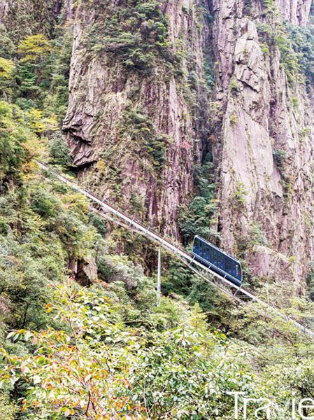 서해대협곡 모노레일. 황산의 비경을 즐기며 석상봉 협곡으로 내려온 후, 모노레일을 타고 올라갈 수 있다