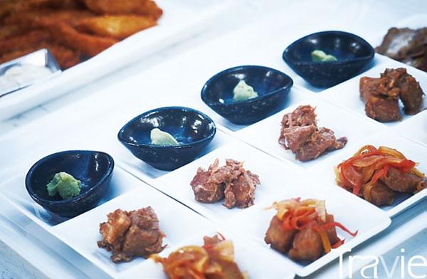 점심식사로 제공된 츠께모노들. 어촌 사람들의 손맛이 전문 일식점 못지않다