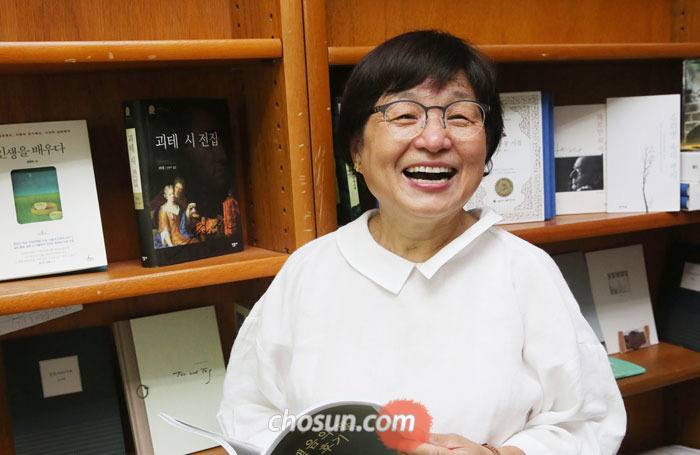 서울대 연구실에서 만난 전영애 독어독문학과 교수.