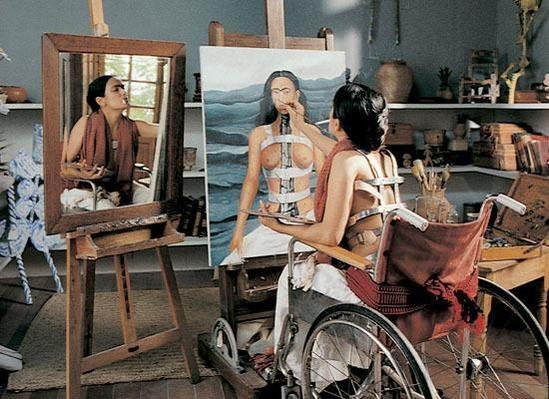 셀마 헤이엑이 주인공으로 분한 영화 '프라다 Frida'. 2002년 개봉했다. 고통을 미술로 승화시킨 그녀, 우리는 그녀의 그림을 보면서 삶에 만족하고 감사를 느낀다.
