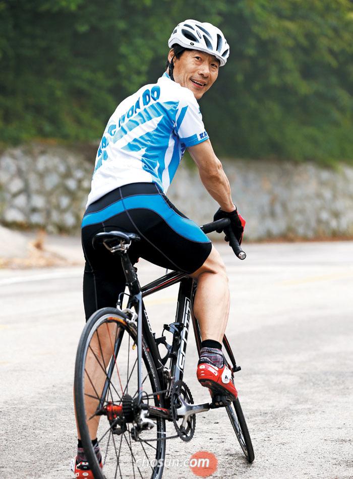 """김팔용씨는 """"자전거를 타기 시작한 뒤엔 목표를 정해놓고"""
