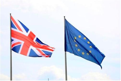 영국의 유럽연합(EU) 탈퇴를 묻는 국민투표가 23일(현지시각) 영국에서 진행된다. 브렉시트 반대 의견이 높아졌지만 여전히 금융시장에서는 안전자산 선호현상이 나타나고 있다. /블룸버그 제공