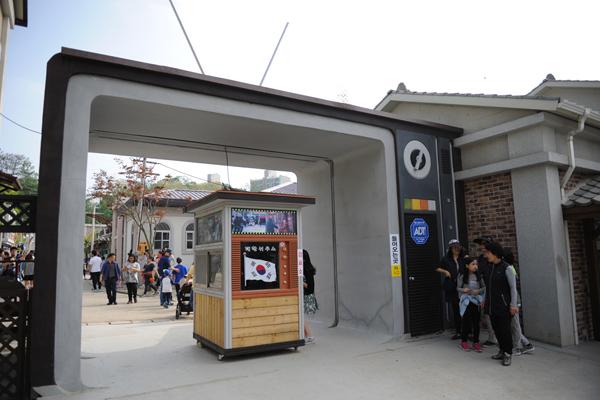 순천 드라마 세트장의 입구. 이곳에서는 1960년대부터 1990년대까지 한국의 모습을 만날 수 있다.
