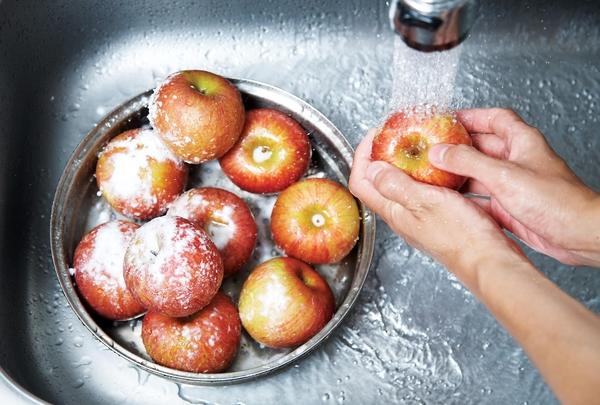 노케미족은 화학물질 대신 베이킹파우더로 과일을 세척한다./사진=조선일보 DB