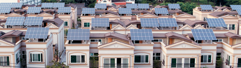 한국에너지공단이 운영 중인 '태양광 대여 사업'은 지금까지 1만여가구가 이용했다. 올해도 1만가구, 2030년까지 총 40만가구가 태양광 발전을 들여놓을 수 있도록 할 계획이다. 사진은 경남 창원시 팔용동 대동 다숲 프라임하우스 아파트에 2009년 설치한 태양광 발전 시설.
