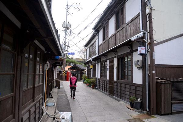 구룡포 근대문화역사거리는 마을 우체국을 왼쪽에 끼고 골목으로 들어서면 나온다