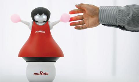 무라타제작소가 2014년 발표한 치어리더 로봇. 1950년 창업한 무라타는 세라믹 소재 부품으로 전 세계 시장 점유율 50%를 넘겼지만, 최근엔 로봇 등 신기술 분야로 빠르게 제품군을 확대하고 있다.