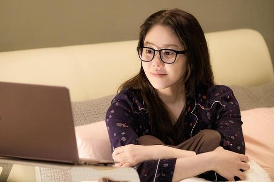 IOK 컴퍼니를 만든 후 그녀는 SBS 예능 토크쇼 '고쇼'를 공동 제작하기도 했다. 이후 매니지먼트 부문에서 확장해서 화장품 브랜드 코이(koY)와 패션 브랜드 에띠케이(atti.k)를 현대 홈쇼핑에 런칭해서 큰 성공을 거뒀다. 고현정은 자신의 라이프 스타일을 대중과 공유하고 싶다고 했다./사진 제공=tvN