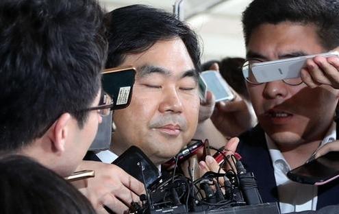 [김정주-진경준 커넥션] 뇌물 수수 등 혐의 진경준 검사장, 영장 ...