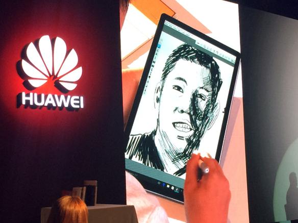 인기 웹툰작가 기안84(본명 김희민)가 10일 화웨이 신제품 공개 행사에 참석해 메이트북에 그림을 그리는 이벤트를 진행하고 있다. / 전준범 기자