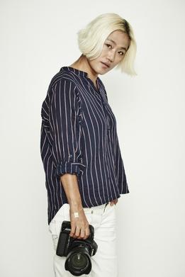 [김지수의 인터스텔라] 이병헌이 사자 우리로 간 까닭은? 사진가 조선희의 '100bag' 스토리