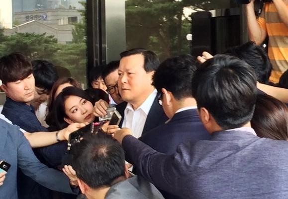 [롯데 전방위 수사] 신동빈 최측근 황각규 사장 검찰 출석 ...