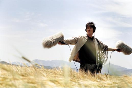 이영애와 함께 했던 영화 '봄날은 간다(2001년)'의 유명한 엔딩신. 당시 '사랑이 어떻게 변하니?'라는 유행어를 남겼다.