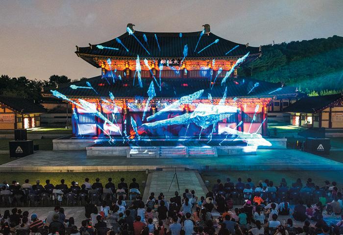 지난 7월 김해 가야테마파크에서 개장 1주년을 기념해 열렸던'빛축제'.