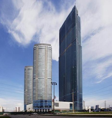 하노이의 초고층 빌딩인 '랜드마크72'. 이 곳은 하노이 내 작은 한국으로 불린다. 랜드마크72 앞의 건물 두 채는 아파트다./조선비즈 DB
