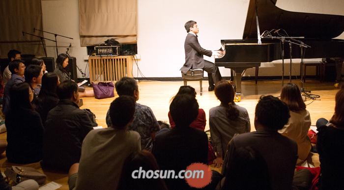 19일 저녁 서울 대학로 예술가의집 3층에서 500번째 하우스콘서트가 열렸다. 피아니스트 김선욱은 베토벤 소나타 '함머클라비어'를 선사했다.