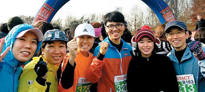 작년 12월 마라톤 대회에 참가한 숭례문학당 마라톤 동호회원들.